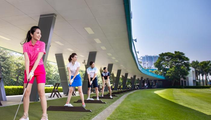 Có nên học chơi golf ở sân tập?